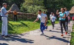 2016_05_28_0_1_carmen-iohannis-felicitata-de-presedinte-la-finalul-cursei-de-stafeta-pentru-zambetele-copilasilor-facem-orice_2839