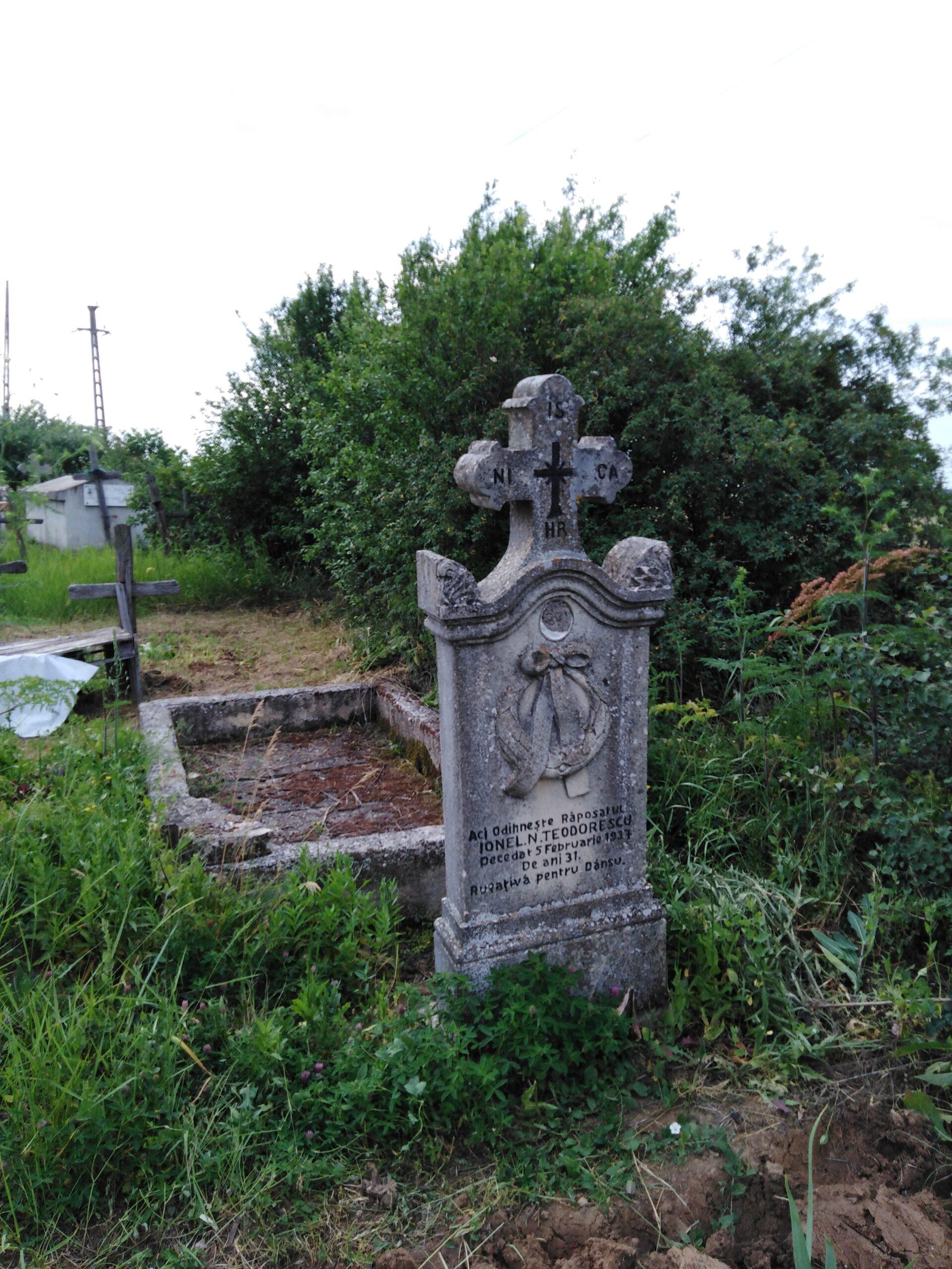 Uitat în cimitirul de la vale, mormântul învățătorului lui Marin Preda