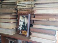 Și-aici,maestrul–Ion-Cristoiu–în-Lumea-văzută-de-un-român-rupt-în-fund–este-tot-printre-cărți,-acolo-unde-se-simte-cel-mai-bine!