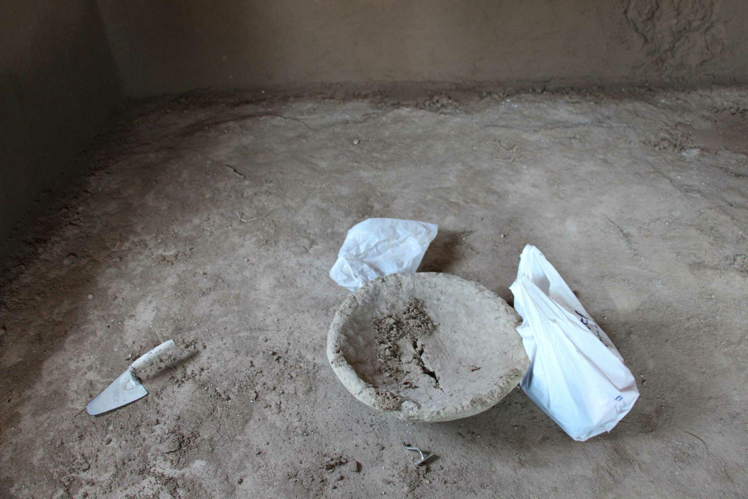 Țestul-din-pământ–sub-care-țata-Florea,-cumnata-lui-Preda-și-ultima-locatară-cocea-pâinea.