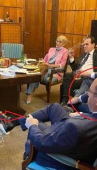 Aurescu și celebrul lui trabuc la o petrecere în clubul de noapte numit Guvernul Orban