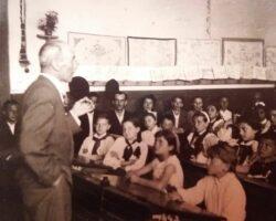 Bunicul Cezar Ivascu in clasa Orastie1959