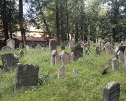 Cimitirul-evreiesc-din-Praga