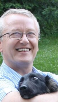 Dr Răzvan Constantinescu și unul dintre câinii săi Sursa foto Știri de Iași