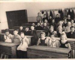 uniforma scolara in anii 60