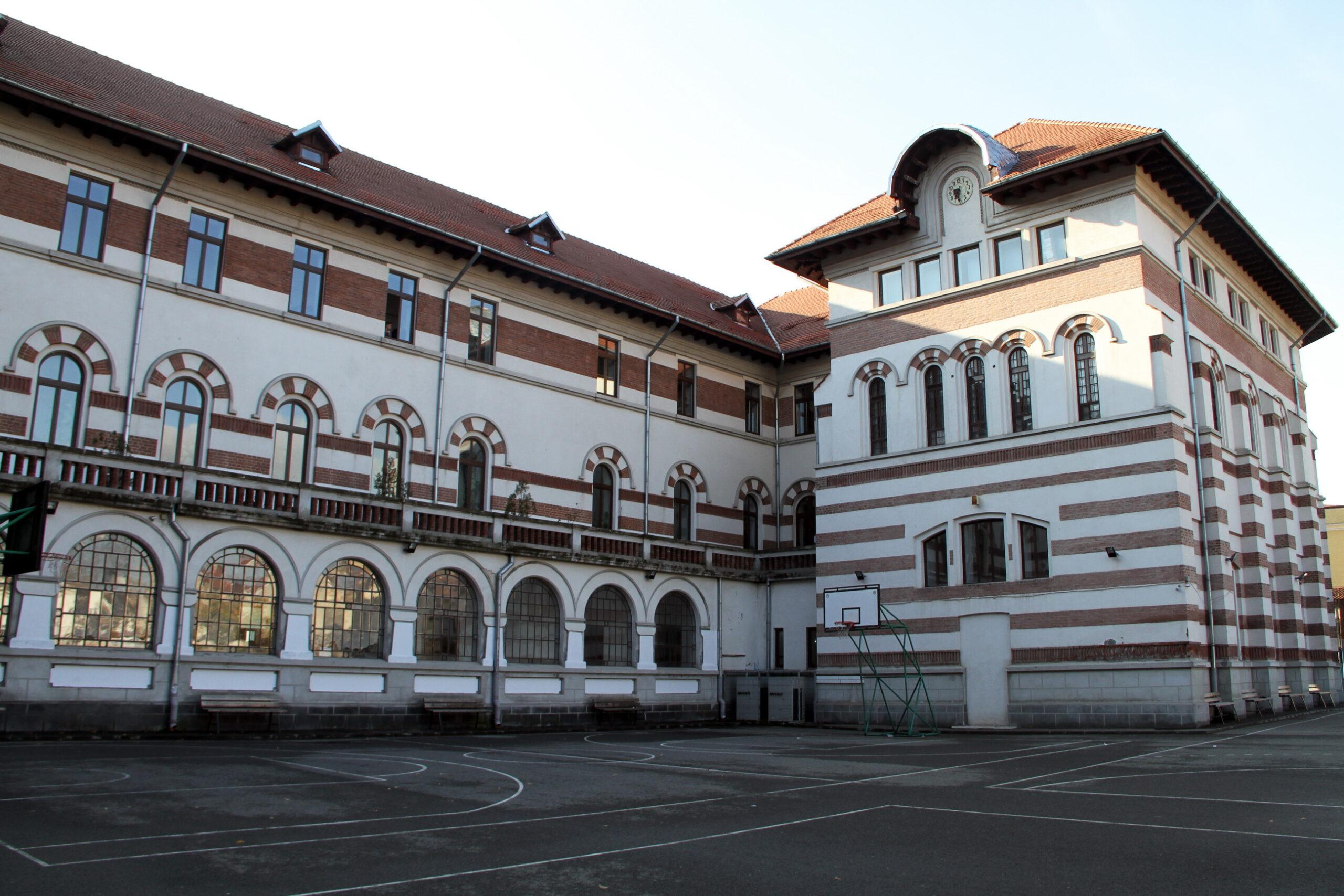 Liceul_Mihai-Viteazul_stânga_parter_coridorul fostei cantine