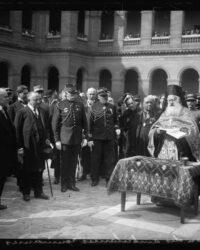 1914. Romania ofera Frantei 18 ambulante_ ceremonia are loc la Invalides, in prezenta Mitropolitului ortodox al Europei occidentale si meridionale