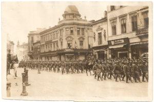 București 1916_ in imagine Casa Capsa cu nume slav