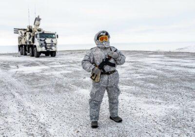 militar rus pe insula Kotelny